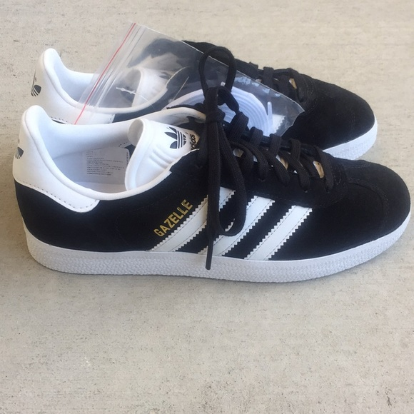 0bd45916371 (NEW) Adidas Gazelle Black White Suede Sneakers